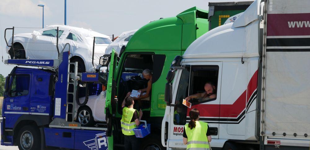 Info-Aktion: Flyer für LKW-Fahrer